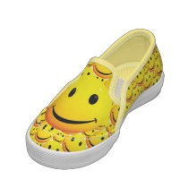 yellow_happy_smiley_face_shoes-p167014123168693234azl35_210